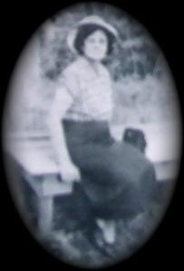 Eula Mae HOLDER LINN with her 'sunbonnet' on.